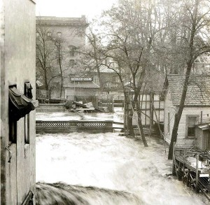 Edgewater from across Colville Street during the 1931 Flood