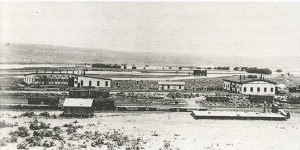 The NP facilities included an eight-stall roundhouse and car repair sheds. The rail cars are on sidings. Columbia River islands are in the background. Whitman College and Northwest Archives.